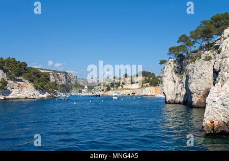 Calanque de Port Miou, fjordartiger Einschnitt zum Yachthafen ausgebaut, die Calanques liegen zwischen Cassis und Marseille, Bouches-du-Rhone, Côte d' - Stock Photo