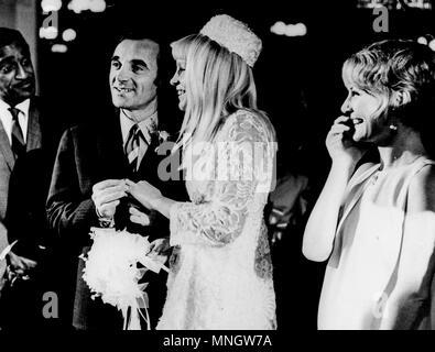 sammy davis jr and petula clark at the wedding of charles aznavour and ulla thorsell, las vegas 1967 - Stock Photo