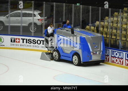 Herning, Denmark. 17th May, 2018. Ice resurfacer cleans an ice prior to the Ice Hockey World Championships quarterfinal match USA vs Czech Republic, in Herning, Denmark, on May 17, 2018. Credit: Ondrej Deml/CTK Photo/Alamy Live News - Stock Photo