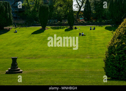 Heriot Watt University campus, Edinburgh, Scotland, United Kingdom, 17th May 2018.  Students enjoying a sunny lunch break in the sunken garden on Riccarton estate if the campus - Stock Photo