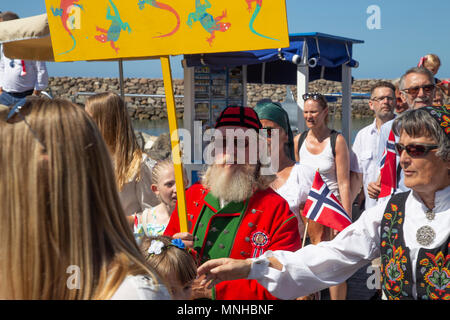 Anfi Del Mar, Gran Canaria.  17 May 2018.  Norwegian visitors to Anfi Del Mar parading around the beach front to celebrate their National Day. Credit: Alan Walmsley/Alamy Live News - Stock Photo