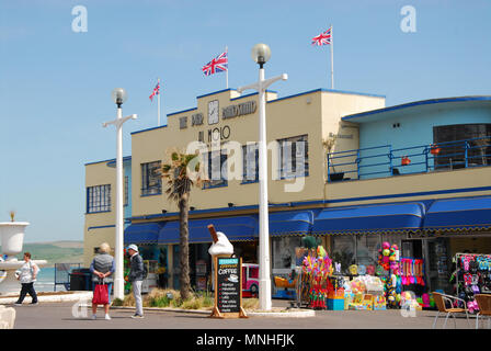Weymouth.17th May 2018. On sunny Thursday, Union flags flutter in the sunshine, on Weymouth's Pier Bandstand , ahead of Saturday's Royal weddding Credit: stuart fretwell/Alamy Live News - Stock Photo