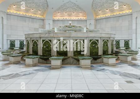 Sheikh Zayed Grand Mosque.  Scheich-Zayid-Moschee. Abu Dhabi - Stock Photo