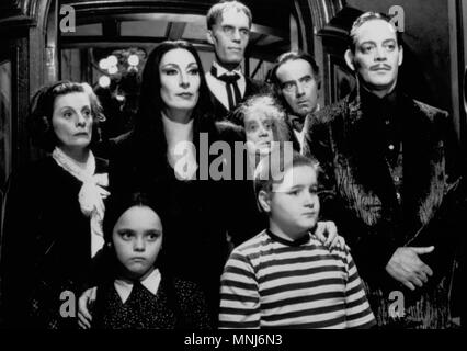 anjelica huston christina ricci addams family values 1993 stock photo 31048115 alamy. Black Bedroom Furniture Sets. Home Design Ideas