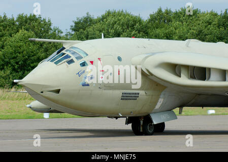 Handley Page Victor K2 tanker ex RAF Royal Air Force B2 nuclear bomber V-bomber XM715 named Teasin Tina. Operation Granby Desert Storm Gulf War vet - Stock Photo