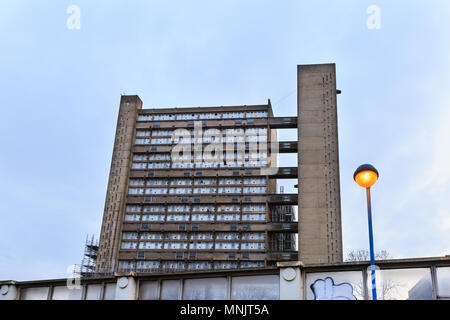 Robin Hood Gardens, east block, a residential housing council estate, brutalist architecture in Poplar, London, UK - Stock Photo