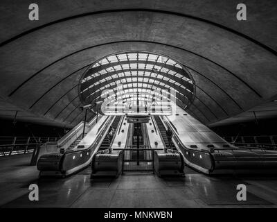 Escalators in entrance to Jubilee line tube station, Canary Wharf, London, UK. - Stock Photo
