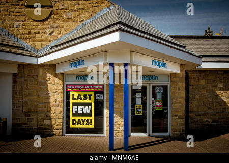 Maplin Electronic Superstore is closing down due to poor sales and competition from online companies. This is the Harrogate branch, North Yorkshire - Stock Photo