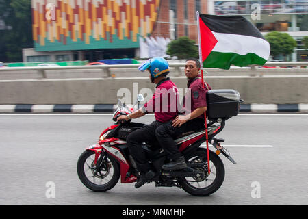 Kuala Lumpur, Malaysia. 18th May, 2018. People seen with a Palestine flag at Kuala Lumpur to show their support against the Israel cruelty.  Even it is the holy Ramadhan, hundreds of Muslim in Malaysia marched in front of the United State embassy at Kuala Lumpur to protest Israel cruelty action against the Palestinian peoples. Credit: SOPA Images Limited/Alamy Live News - Stock Photo