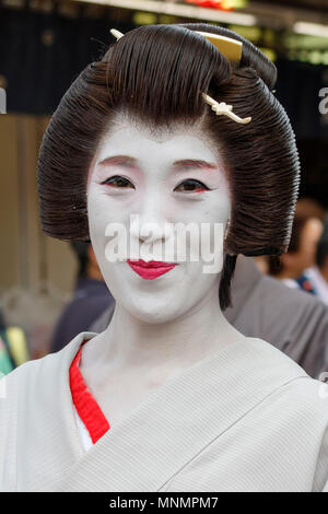 Tokyo, Japan. 18th May, 2018. A geisha is seen during the Daigyoretsu or Large Parade of Sanja Matsuri Festival in Asakusa. The Daigyoretsu Parade is a large procession of priest, city officials, musicians, geishas and dancers dressing Edo Period costumes through Asakusa streets until Sensoji Temple. This is one of the Three Great Shinto Festivals in Tokyo, that is held on the third weekend of May. Credit: Rodrigo Reyes Marin/Alamy Live News - Stock Photo