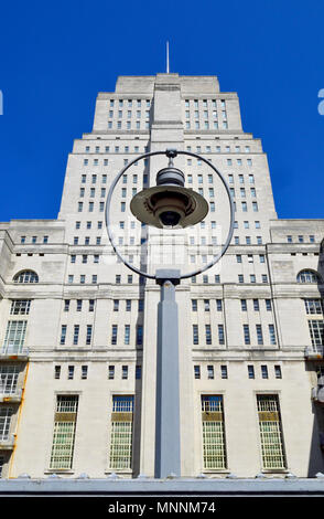 Senate House (Art deco: 1937) University of London, Malet Street, London, England, UK. Art deco building, administrative centre and central library of - Stock Photo