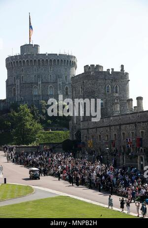 Windsor, UK, 19th May, 2018. Guests wait in Windsor Castle for the royal wedding of Prince Harry and his bride Meghan Markle in Windsor, Britain on May 19, 2018. Credit: Han Yan/Xinhua/Alamy Live News - Stock Photo