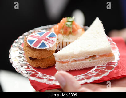 Hanover, Germany, 19 May 2018. Pastry decorated with the British flag on the occasion of Prince Harry and Meghan Markle's wedding at a public viewing. Photo: Tobias Hase/dpa Credit: dpa picture alliance/Alamy Live News - Stock Photo
