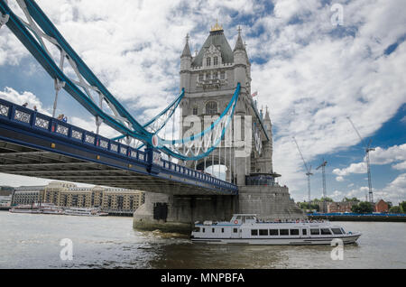 London, UK. 19th May, 2018. Tower bridge Credit: Aleksei Sukhorukov/ZUMA Wire/Alamy Live News - Stock Photo