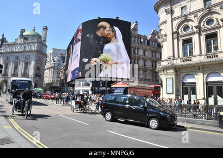 London, UK, 19 May 2018. A picture of Prince Harry and Meghan Markle's Wedding in Windsor was displayed on the electronic billboard in Piccadilly Circus,London.UK Credit: michael melia/Alamy Live News - Stock Photo