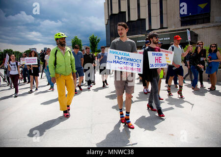 Sofia, Bulgaria. 19th May, 2018. Men wore high-heeled shoes and walked around the park in front of the National Palace of Culture in Sofia to show solidarity with women and the struggles they face during the ''Walk a Mile in Her Shoes'' campaign against violence against women. The event, which drew a few dozen participants, was organized by the Bulgarian Fund for Women and other organizations dedicated to women's rights. Credit: Jodi Hilton/SOPA Images/ZUMA Wire/Alamy Live News - Stock Photo