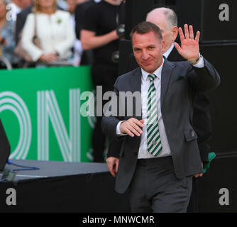 Hampden Park, Glasgow, UK. 19th May, 2018. Scottish Cup football final, Celtic versus Motherwell; Brendan Rodgers waves to the fans Credit: Action Plus Sports/Alamy Live News - Stock Photo