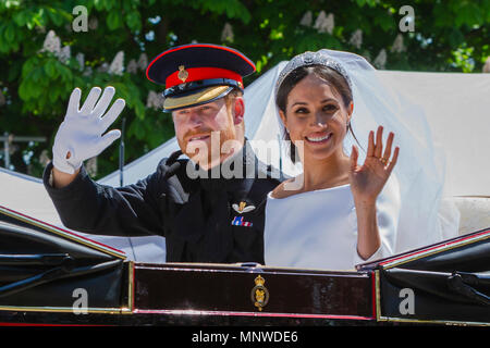 Prince harry and Meghan Markel, in the carriage after their wedding ceremony royal wedding, Windsor, prince harry, - Stock Photo