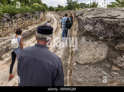 Russia. 19th May, 2018. CRIMEA, RUSSIA - MAY 19, 2018: Crimean Karaites, members of an ethinic group originating from the Turkic-speaking Jews of Central and Eastern Europe, gather at Chufut-Kale, their medieval fortress in the Crimean Mountains, to commemorate Seraya Shapshal (1873-1961), a Crimean Karaite philologist, orientalist and religious leader. Sergei Malgavko/TASS Credit: ITAR-TASS News Agency/Alamy Live News - Stock Photo