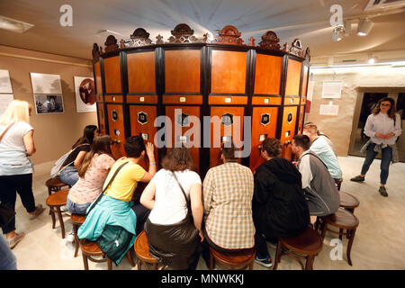 Belgrade, Serbia.  19th May, 2018. Visitors try out old movie watching device during The Night of the Museums cultural event in Belgrade, Serbia on May 19, 2018. Credit: Predrag Milosavljevic/Xinhua/Alamy Live News - Stock Photo