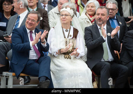 Dinkelsbuehl, Germany. 20th May 2018. Premier of North Rhine-Westphalia Armin Laschet (CDU, l-r), Chair of the Verband der Siebenbürger Sachsen in Deutschland (Federation of Transylvanian Saxony in Germany), Herta Daniel, and Bernd Fabritius (CSU), President of the Federation of Expellees, applaud a procession during the 'Heimattag' meeting of the Transylvanian Saxons in the old town of Dinkelsbuehl. Photo: Timm Schamberger/dpa Credit: dpa picture alliance/Alamy Live News - Stock Photo