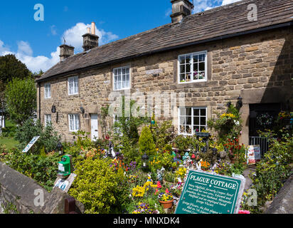 Plague Cottages in Eyam, Peak District, Derbyshire, England, UK. Eyam is sometimes referred to as the Plague Village. - Stock Photo