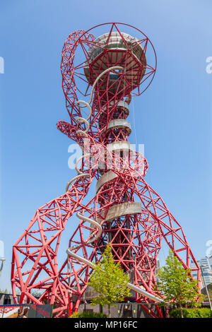 Arcelormittal Orbit sculpture, with the tallest and longest tunnel slide at the Queen Elizabeth Olympic park in London - Stock Photo