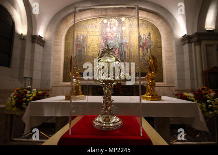Philippines. 20th May, 2018. The glass encased reliquary of Pope John Paul II's blood is displayed at the Manila Cathedral in Intramuros. The blood was extracted from Pope John Paul II during his battle from Parkinson's disease, in case the Pope needed an emergency transfusion. Credit: J Gerard Seguia/ZUMA Wire/Alamy Live News - Stock Photo