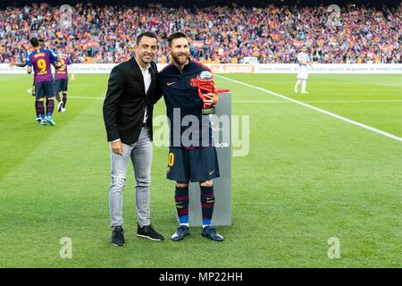 Barcelona, Spain. 20th May 2018. FC Barcelona forward Lionel Messi (10) and Xavi Hernandez during the match between FC Barcelona against Real Sociedad for the round 38 of the Liga Santander, played at Camp Nou Stadium on 20th May 2018 in Barcelona, Spain. (Credit: Mikel Trigueros /Urbanandsport / Cordon Press)  Cordon Press Credit: CORDON PRESS/Alamy Live News - Stock Photo
