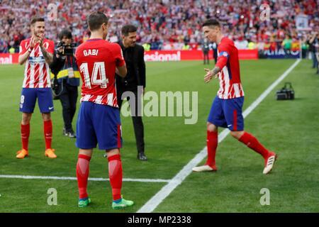 Atletico de Madrid's, players Fernando Torres cries during