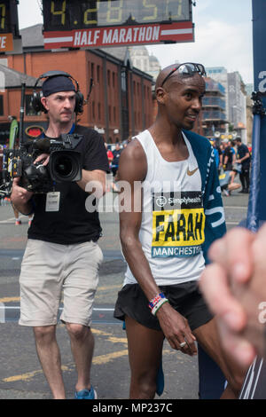 Manchester, UK 20th May 2018 British runner Mo Farah wins the Manchester 10k run in style on a warm sunny afternoon in the UK Credit: Kelly Rann/Alamy Live News - Stock Photo