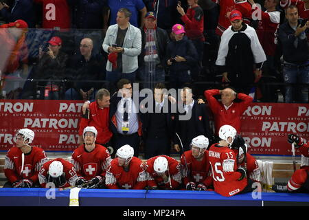 Copenhagen, Denmark. 20th May, 2018. COPENHAGEN, DENMARK - MAY 20, 2018: Switzerland's head coach Patrick Fischer (C) looks on in their 2018 IIHF Ice Hockey World Championship final match against Sweden at Royal Arena. Sweden won the game 3:2 in a penalty shootout and claimed gold medals. Anton Novoderezhkin/TASS Credit: ITAR-TASS News Agency/Alamy Live News - Stock Photo