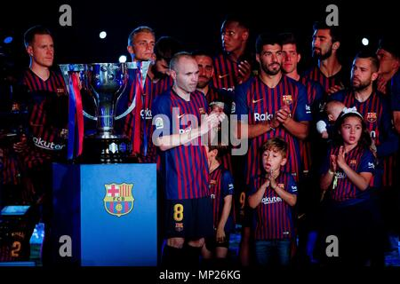Barcelona, Spain. 20th May, 2018. FC Barcelona's Andres Iniesta (8) cries at the farewell ceremony after a Spanish league match between FC Barcelona and Real Sociedad in Barcelona, Spain, on May 20, 2018. Barcelona won 1-0. It was the last Spanish league match that AndresIniesta played as team captain at the Camp Nou stadium. Credit: Joan Gosa/Xinhua/Alamy Live News - Stock Photo