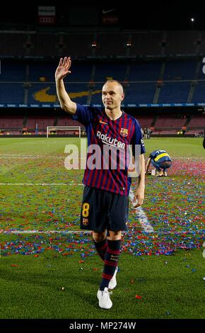 Barcelona, Spain. 20th May, 2018. FC Barcelona's captain Andres Iniesta waves hand after a Spanish league match between FC Barcelona and Real Sociedad in Barcelona, Spain, on May 20, 2018. Barcelona won 1-0. It was the last Spanish league match that Andres Iniesta played as team captain at the Camp Nou stadium. Credit: Joan Gosa/Xinhua/Alamy Live News - Stock Photo