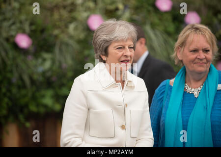 London, UK. 21st May, 2018. Prime Minister visits the 2018 Chelsea Flower Show and is shown around by the director general of the RHS Sue Biggs Credit: Jonathan Ward/Alamy Live News - Stock Photo