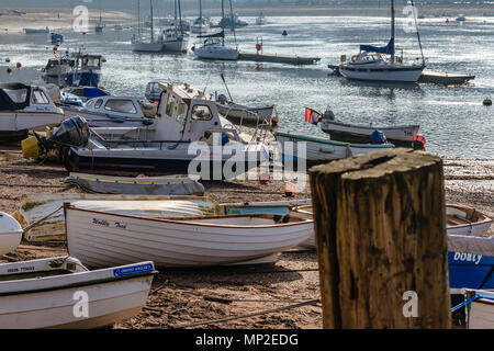 Boats hauled up on the sandy beach for storage at Shaldon near Teignmouth on the River Teign estuary. Shaldon, Devon, UK. February 2018. - Stock Photo
