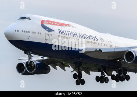 British Airways Boeing 747 landing - Stock Photo