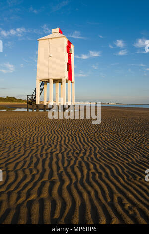 The Low Lighthouse on the beach at Burnham-on-Sea overlooking Bridgwater Bay. Somerset, England. - Stock Photo