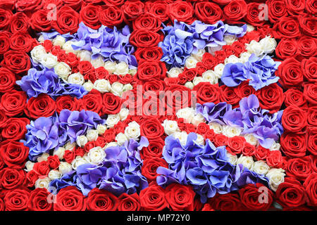 London UK. 21st MAy 2018. Shops in Sloane Square are transformed with floral displays May as part of Chelsea in bloom with this years theme 'Summer of love' which is  a floral art show produced in association with the RHS Royal Horticultural Society from 21-26  during the Chelsea flower show Credit: amer ghazzal/Alamy Live News - Stock Photo