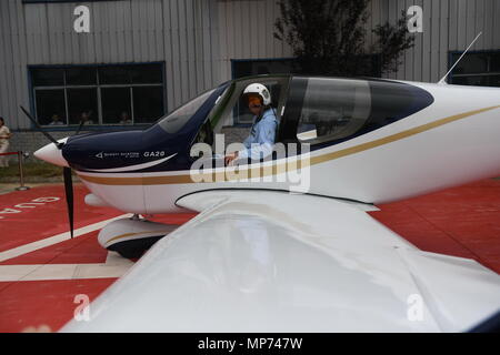 Nanchang, China's Jiangxi Province. 21st May, 2018. A pilot gets off an airplane GA20 during its debut in Nanchang, capital of east China's Jiangxi Province, May 21, 2018. The single-engine propeller-driven GA20 is a fixed wing four-seat civil utility aircraft, whose intellectual property is independently owned by a private enterprise Guanyi Aero. The plane rolled off the production line and finished its first runway test on Monday. Credit: Zhou Mi/Xinhua/Alamy Live News - Stock Photo