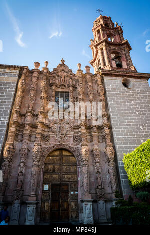San Francisco Church, facade is pure Churrigueresque style with stone figures and fine columns, 18th century, San Miguel de Allende, Bajío region, Cen - Stock Photo