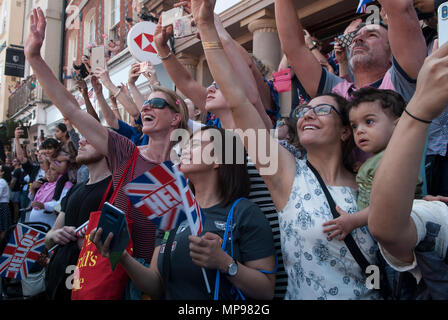 Royal Wedding Prince Harry Meghan Markle 19 19th May 2018 people in crowd with mobile devises  smartphone, smartphones, phones. HOMER SYKES - Stock Photo