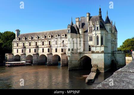 Boat trip on the River Cher to Château de Chenonceau, Chenonceaux, Loire Valley, Centre-Val de Loire, France - Stock Photo