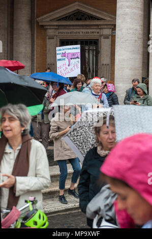 Rome. Sit-in protesting against the eviction of the International House of Women by the Capitoline junta, Piazza del Campidoglio. Italy - Stock Photo