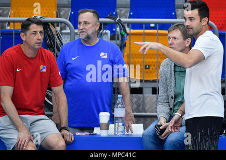 Prague, Czech Republic. 22nd May, 2018. Coach DJ Sackmann (right) trains the Czech Republic women´s national basketball team during the Day for media in Prague, Czech Republic, May 22, 2018. Coach of Czech Team Stefan Svitek (left) looks at the training session. Credit: Michal Kamaryt/CTK Photo/Alamy Live News - Stock Photo