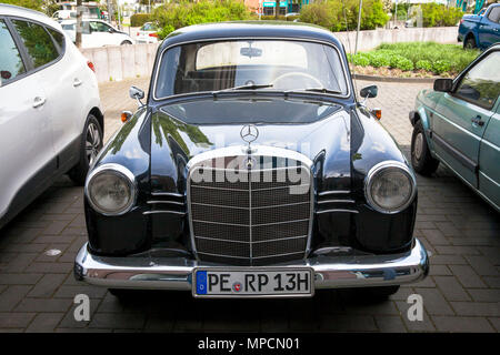 old Mercedes-Benz 180 (W 120), production 1953–1962, Cologne, Germany.  alter Mercedes-Benz 180 (W 120), Produktionszeitraum 1953–1962, Koeln, Deutsch - Stock Photo