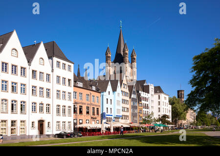 Germany, Cologne, houses in the old part of the town at the Frankenwerft, church Gross St. Martin.  Deutschland, Koeln, Haeuser in der Altstadt an der - Stock Photo