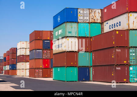 Germany, Cologne, the container terminal of the Rhine harbour in the town district Niehl.  Deutschland, Koeln, Container-Terminal im Niehler Hafen. - Stock Photo