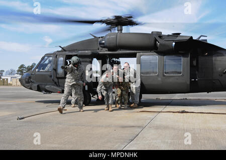 South Carolina National Guard Soldiers assigned to Detachment 2, Company C, 2-238th General Support Aviation Battalion conduct medevac training at McEntire Joint National Guart Base in Eastover, South Carolina, Mar 5, 2017. (U.S. Army National Guard photo by Capt. Joshua Chastain) - Stock Photo