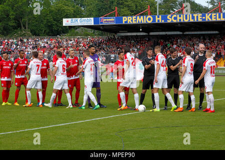 sports, football, Lower Rhine Cup, 2017/2018, final, Rot-Weiss Oberhausen vs Rot Weiss Essen 2:1, Stadium Niederrhein Oberhausen, welcome to the teams - Stock Photo